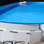 Delvis nedgravet pool til børnefamilie -Solbadet kunde