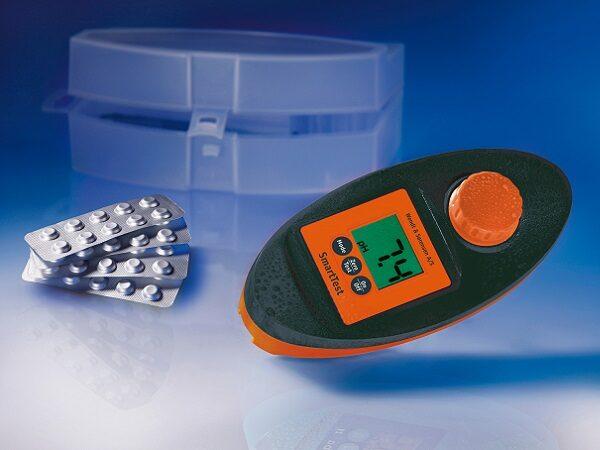 Smart tester et photometer. Giver dig præcise målinger af pH-værdi & klor