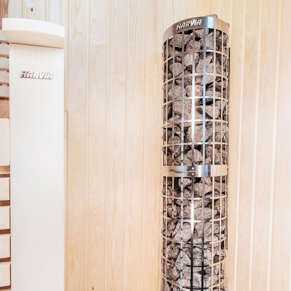 Cylindro fritstående saunaovn med indbygget styring stående i sauna fra Solbadet